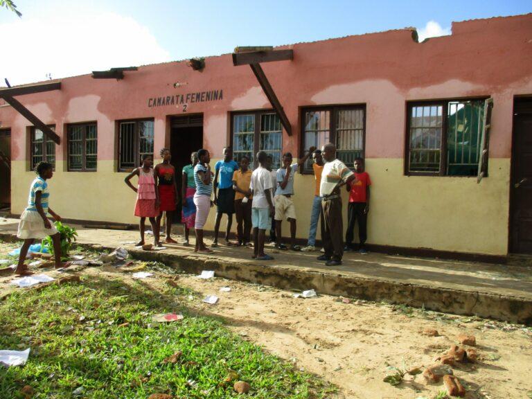 MOZ il dormitorio della Scuola di Massinga.JPG