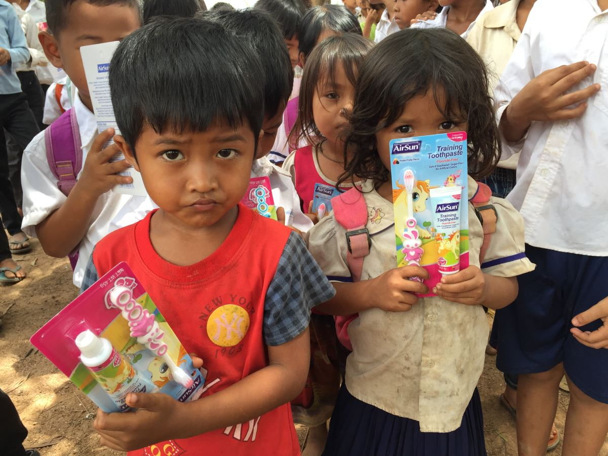 bambini-cambogiani-igiene-dentale
