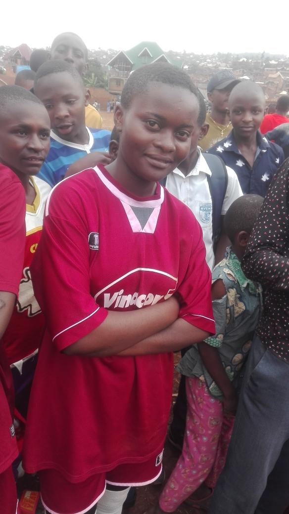 Bernice, una giovane ragazza che sogna di diventare calciatrice