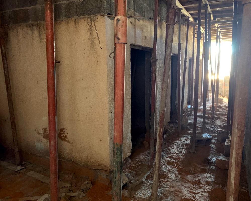 Il rifacimento dei bagni in un centro di detenzione in libia