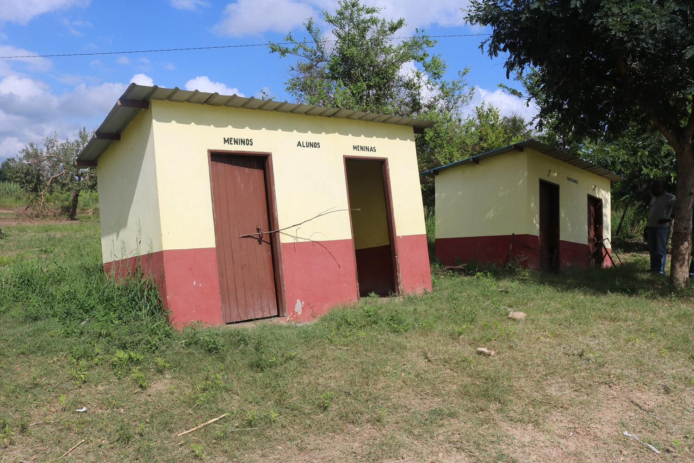 Servizi igienici inabissati dopo il passaggio del ciclone Idai
