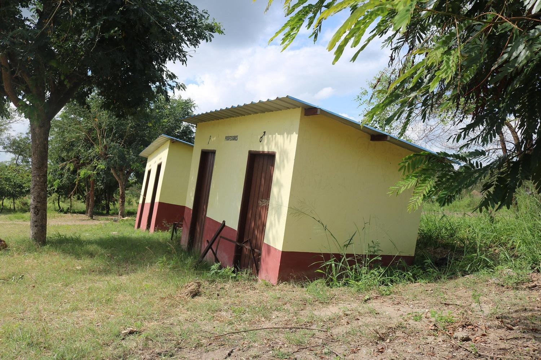 I servizi igienici della scuola di Pungwe