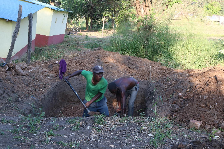 Lavori alla scuola di Pungwe