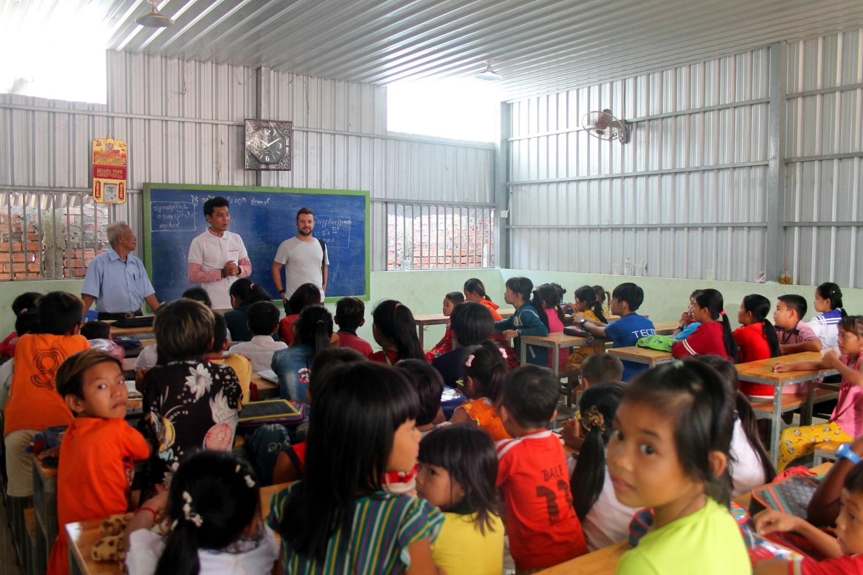 Dei bambini cambogiani a scuola