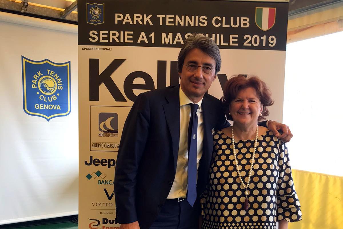 Paolo Givri, presidente Park Tennis Club, e Annamaria Saiano, consigliere di Helpcode.