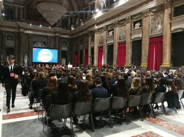 La sala del maggior consiglio di Palazzo Ducale piena degli studenti partecipanti al GeMUN 2020